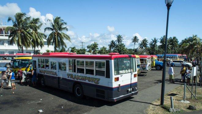 """""""""""""""Estación"""""""""""" de autobuses en Apia."""