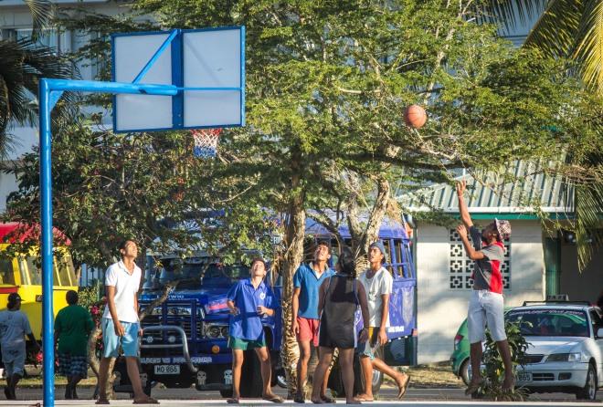 Al baloncesto también se juega en chanclas. Faltaría más.