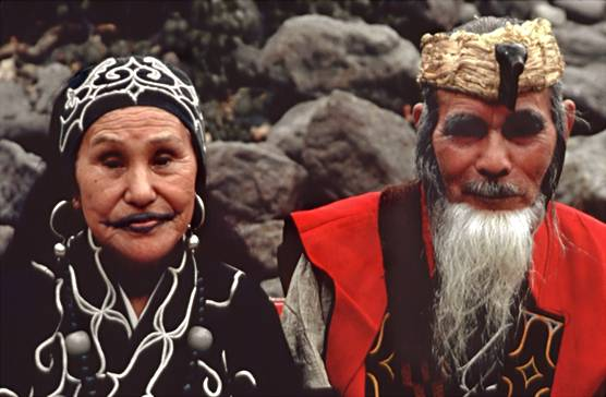 https://esbrujula.files.wordpress.com/2015/09/1d3ee-ainu.jpg